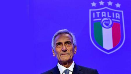 Presiden Federasi Sepak Bola Italia (FIGC), Gabriele Gravina, mengecam pihak yang ingin menghentikan kompetisi Serie A Italia - INDOSPORT