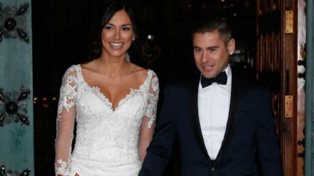 Pembalap MotoGP, Alvaro Bautista dan sang istri, Grace Barroso. - INDOSPORT