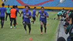Indosport - Ambrizal saat melakukan sesi latihan bersama Sriwijaya FC. Muhammad Effendi/INDOSPORT.