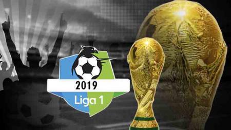 Logo Liga Indonesia dan trofi Piala Dunia - INDOSPORT