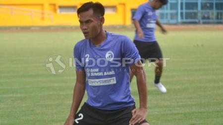 Pemain senior Persik, Juan Revi Auriqto bersedia jika kembali diminta membantu tim Macan Putih di Liga 1 2020. - INDOSPORT