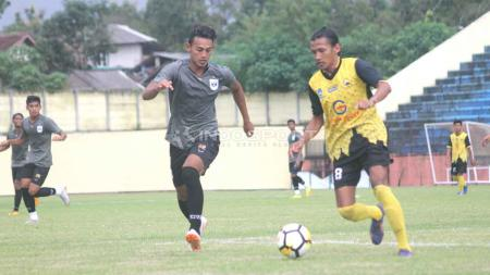 Pemain PSIS saat ujicoba beberapa waktu lalu./Ronald Seger Prabowo/Indosport.com - INDOSPORT