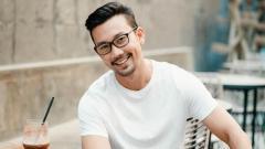 Indosport - Denny Sumargo, mantan pebasket Indonesia yang kini jadi aktor film.