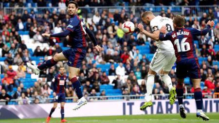 Karim Benzema merayakan gol pada partai Real Madrid vs Eibar di LaLiga Spanyol, Sabtu (06/04/19). - INDOSPORT