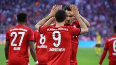 Indosport - Robert Lewandowski dan Mats Hummels merayakan gol pada pertandingan Bayern Munchen vs Borussia Dortmund di Bundesliga Jerman, Sabtu (06/04/19).