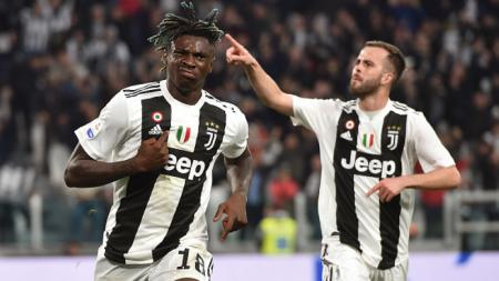 Moise Kean dan Pjanic berselebrasi pasca cetak gol ke gawang AC Milan. Tullio M. Puglia/Getty Images - INDOSPORT