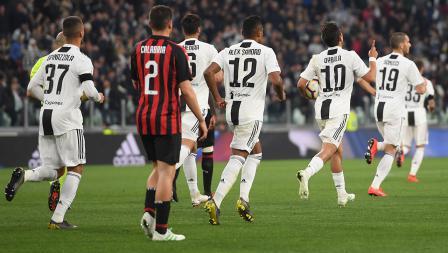 Paulo Dybala berhasil samakan kedudukan skor dengan AC Milan lewat tendangan kotak penalti pada laga Serie A Italia melawan AC Milan pada Sabtu (06/05/19). Tullio M. Puglia / Getty Images
