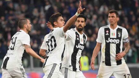 Paulo Dybala melakukan selebrasi usai cetak gol ke gawang AC Milan lewat tendangan kotak penalti pada laga Serie A Italia melawan AC Milan pada Minggu (06/05/19) dini hari. Tullio M. Puglia / Getty Images - INDOSPORT