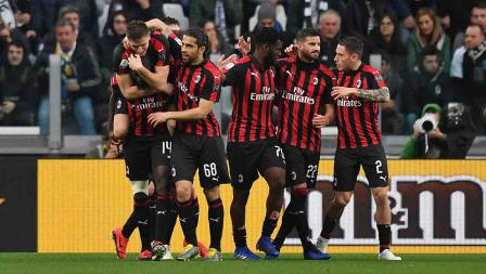Pemain AC Milan melakukan selebrasi setelah Krzysztof Piatek berhasil mencetak gol ke gawang Juventus pada menit ke-39 pada Sabtu (06/05/19). Tullio M. Puglia / Getty Images