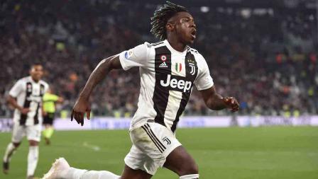 Moise Kean melakukan selebrasi usai cetak gol ke gawang AC Milan pada menit ke-84 pada laga Serie A Italia melawan AC Milan pada Sabtu (06/05/19). Tullio M. Puglia / Getty Images