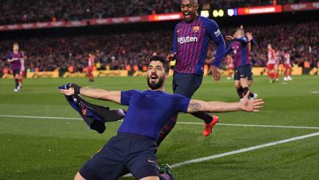 Luis Suarez melakukan selebrasi usai cetak gol ke gawang Atletico Madrid pada menit ke-85 pada laga Laliga Spanyol di Camp Nou pada Minggu (07/04/19). Alex Caparros / Getty Images