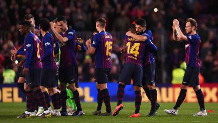 Pemain Barcelona usai pertandingan selesai melawan Atletico Madrid di Camp Nou Minggu (07/04/19). Alex Caparros / Getty Images