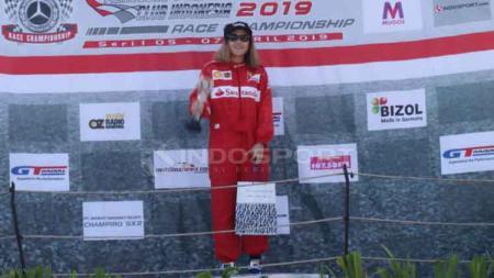 Pebalap Sarikha Kartika Ayu raih podium dua ISSOM 2019 kelas SC 4 Spirit kategori Mercedes Bemc Club INA Race Championship. Zainal Hasan/INDOSPORT - INDOSPORT