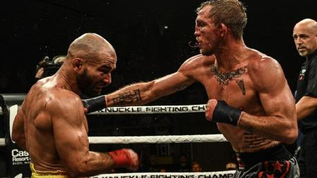 Lobov dan Jason mengalami cedera parah dan mendapatkan beberapa jahitan saat turnamen Bare Knuckle Fighting Championship. - INDOSPORT
