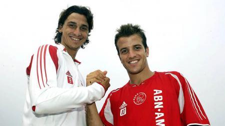Zlatan Ibrahimovic ketika masih berseragam Ajax Amsterdam bersama Rafael Van Der Vaart. - INDOSPORT