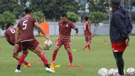 Ismed Sofyan kini memiliki peran ganda sebagai pemain sekaligus asisten pelatih di Persija Jakarta. - INDOSPORT