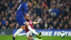 Indosport - Proses terjadinya gol Eden Hazard ke gawang West Ham.