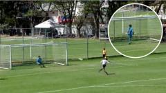 Indosport - Penalti unik di Meksiko.
