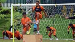 Indosport - Striker anyar Badak Lampung FC, TA Musafri berlatih di Lestarindo Sport Garden, Boyolali. Ronald Seger Prabowo/INDOSPORT