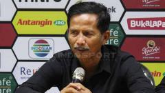 Indosport - Djajang Nurdjaman dalam jumpa pers usai laga. Fitra Herdian/INDOSPORT