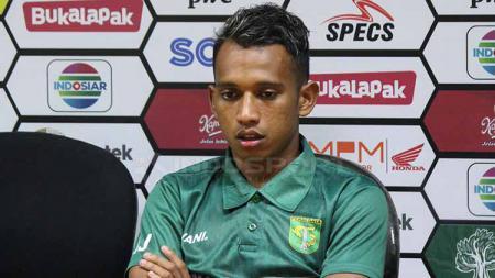 Irfan Jaya, mengungkap harapannya untuk kariernya di klub Liga 1 2020, Persebaya, dan juga untuk sepak bola Indonesia. - INDOSPORT
