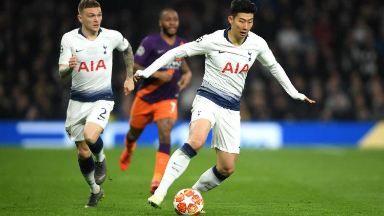 Son Heung-Min menguasai bola. Copyright: Mike Hewitt/Getty Images