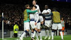 Indosport - Selebrasi para pemain Tottenham usai gol Son Heung-Min.