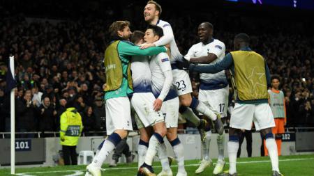 Selebrasi para pemain Tottenham usai gol Son Heung-Min. - INDOSPORT