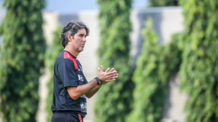 Pelatih Bali United Stefano Cugurra Teco. - INDOSPORT