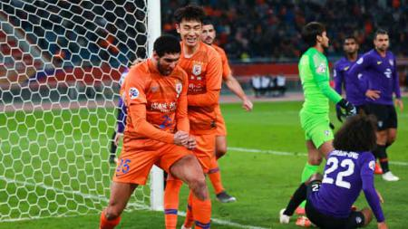 Marouane Fellaini Berselebrasi Pasca Cetak Gol ke Gawang JDT - INDOSPORT