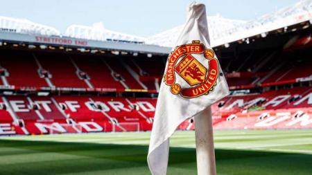 Bendera Manchester United di Old Trafford - INDOSPORT