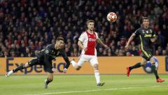 Indosport - Cristiano Ronaldo membobol gawang Ajax pada babak 8 besar Liga Champions 2019, Kamis (11/04/19), di Amsterdam Arena.