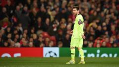 Indosport - Pemain depan Barcelona, Lionel Messi saat pertandingan perempat final leg pertama Liga Champions UEFA antara Manchester United dan Barcelona di Old Trafford di Manchester, (10-04-2019). Foto: OLI SCARFF/AFP/Getty Images