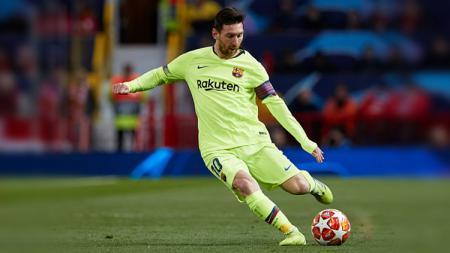 Lionel Messi mengalami cedera pada betisnya. Hal ini membuat La Pulga harus absen di laga pramusim Barcelona. Quality Sport Images/Getty Images. - INDOSPORT