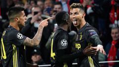 Indosport - Selebrasi Cristiano Ronaldo usai membobol gawang Ajax pada babak 8 besar Liga Champions 2019, Kamis (11-04-19), di Amsterdam Arena. Foto: Koji Watanabe/Getty Images