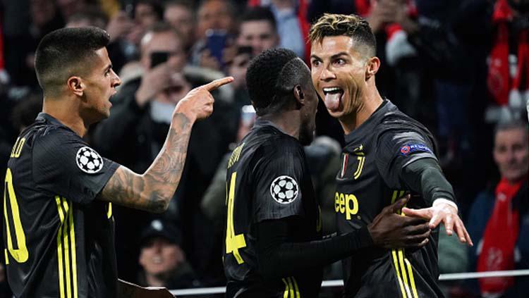 Selebrasi Cristiano Ronaldo usai membobol gawang Ajax pada babak 8 besar Liga Champions 2019, Kamis (11-04-19), di Amsterdam Arena. Foto: Koji Watanabe/Getty Images Copyright: Koji Watanabe/Getty Images