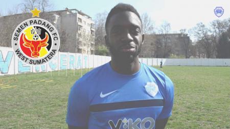 Pemain asal Kamerun, Emmanuel Mbella. - INDOSPORT