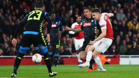 Aaron Ramsey membobol gawang Napoli pada babak 8 besar Liga Europa 2019, Jumat (12/04/19), di Stadion Emirates. - INDOSPORT