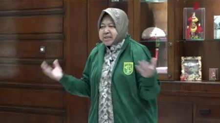 Walikota Surabaya Tri Rismaharini menyampaikan pesan khusus untuk Persebaya jelang melawan Arema FC di final leg kedua Piala Presiden 2019 - INDOSPORT