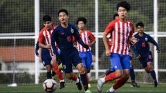 Indosport - Pemain Timnas Thailand U-15 dalam laga uji coba kontra tim LaLiga Spanyol
