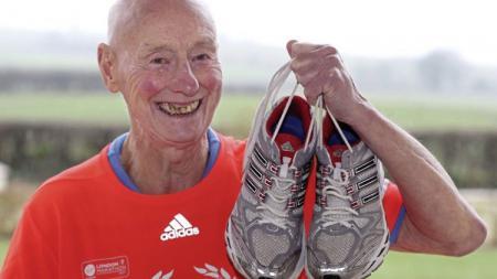 Ken Jones jadi pelari tertua di London Marathon 2019 - INDOSPORT
