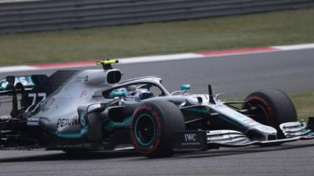 Pembalap Mercedes, Valtteri Bottas finis di urutan pertama di FP2 Grand Prix China, Jumat (12/04/19) - INDOSPORT