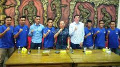Indosport - PSIM Yogyakarta memperkenalkan tujuh rekrutan baru, Jumat (12/4/19) (Ronald Seger Prabowo/INDOSPORT).