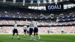 Indosport - Skuat Tottenham merayakan gol ke gawang Huddersfield Town