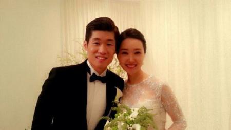 Park Ji-sung dan istrinya, Kim Min-ji kini sudah punya dua anak. - INDOSPORT