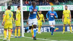 Indosport - Kalidou Koulibaly cetak gol ke gawang Chievo di lanjutan Serie A Italia, Minggu (14/04/19), di Stadion Marcantonio Bentegodi.