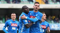 Indosport - Klub Liga Inggris, Manchester City dikabarkan tertarik mendatangkan pemain Serie A Liga Italia, Kalidou Koulibaly (tengah), yang kini bermain untuk Napoli.