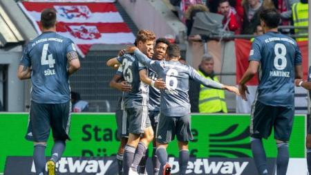 Selebrasi pemain Bayern Munchen usai cetak gol ke gawang Fortuna Dusseldorf, Minggu (14/04/19), di di Merkur Spiel-Arena - INDOSPORT