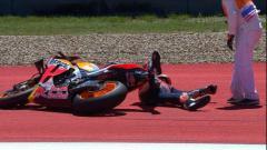 Indosport - Pembalap Repsol Honda, Marc Marquez terjatuh di MotoGP Amerika Serikat, Senin (15/04/19) dini hari WIB, di Circuit of the Americas, Austin.
