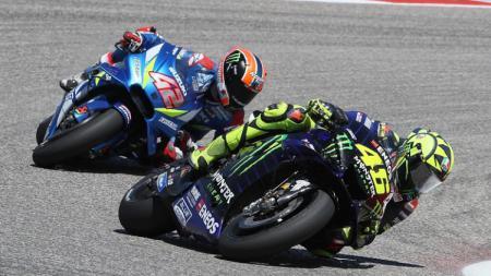 Valentino Rossi sempat unggul atas Alex Rins di MotoGP Amerika Serikat, Senin (15/04/19) dini hari WIB, di Circuit of the Americas, Austin. - INDOSPORT